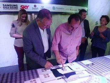 Vise-prefeito Jorge Gomes realiza a primeira obliteração
