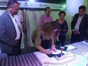 Lúcia Lima assina a cartela obliterada